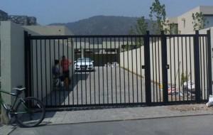 Portón Batiente 1 Hoja y puerta peatonal