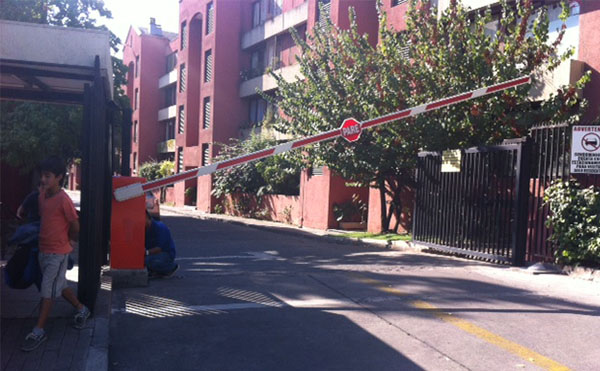 Barrera Automática 6,0 mts. Condominio Vitacura