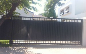 Portón Corredera con Plancha