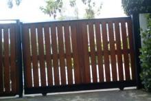 Portón automatizado madera