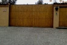 Portón Corredera automatizado madera